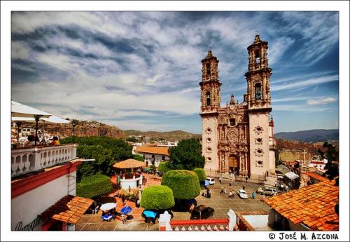 Plaza Borda y Templo de Santa Prisca by Jose Mazcona
