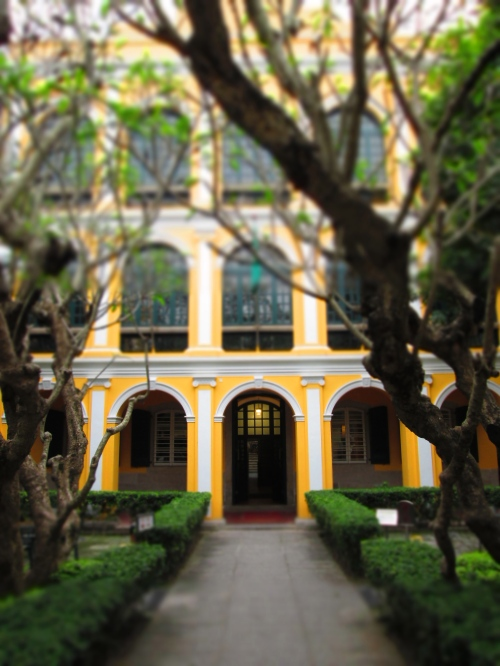 A former retreat of a wealthy Hong Kong business man that is now a gorgeous public library.